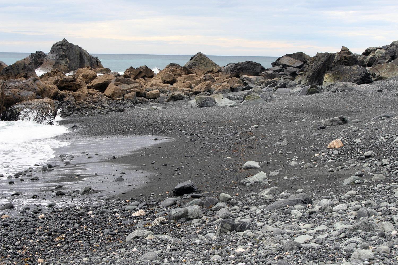 Praia negra de Teixidelo