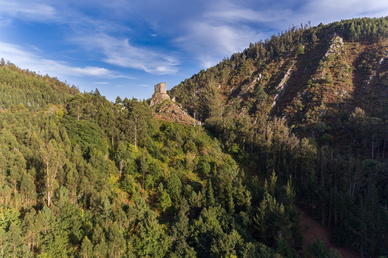 Castelo de Naraío, situado en plena falla