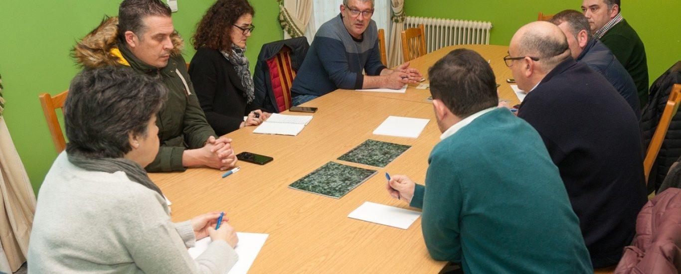 A reunión tivo lugar no salón de plenos de Moeche