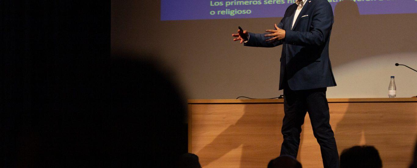 Artur Agostinho de Abreu, responsable científico do Xeoparque de Aoruca (Portugal) impartiu o sábado en Ortigueira unha interesante charla sobre o que debe ser un xeoparque