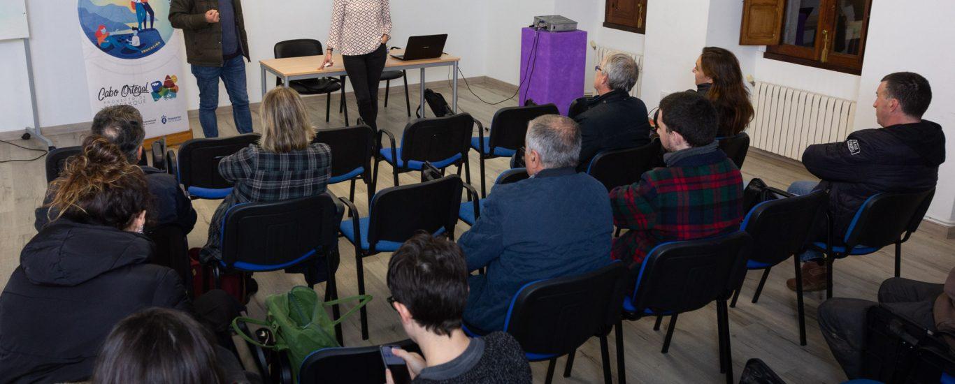 Fotografía da charla ofrecida en San Sadurniño