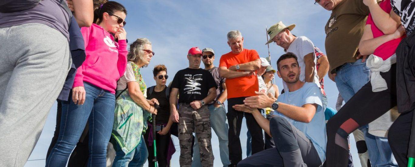 Francisco Canosa e a Asociación de Amigos do Xeoparque do Cabo Ortegal levan dous anos organizando rutas para descubrir a riqueza mineral e xeolóxica da zona